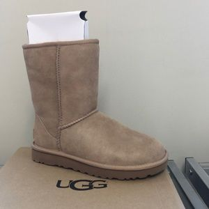 UGG BOOTS BRAND NEW SIZE 5 SALE!!
